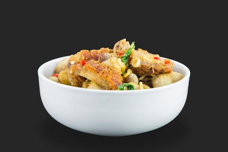 santa cena: Cierre de picante frito de cerdo crujiente con hojas de albahaca santa (tulas)