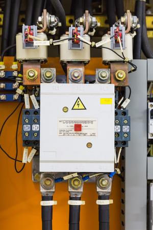 Elektrisches Service-Panel Mit Vielen 3-Phasen-Schützen Und Relais ...