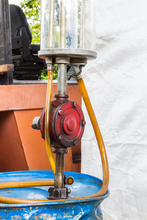 Manual rotary barrel pump used for oil refilling