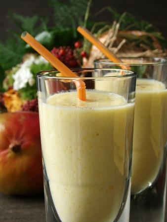 Typische Indiase fruity soft drankje genaamd Mango Lassi. Stockfoto