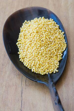 sorgo: Imagen de concentraci�n selectiva de sorgo, una nutrici�n que se encuentra a menudo en productos de cereales como muesli. Foto de archivo