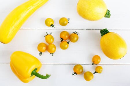 cocozelle: Yellow pepper, zucchini and tomatoes