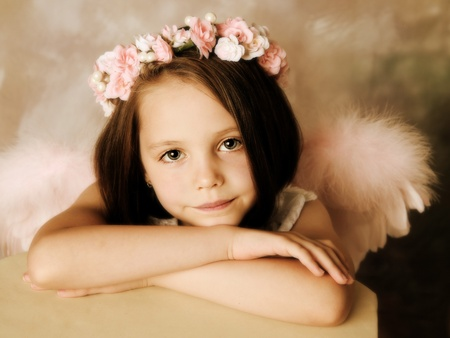 baby girls smiley face: Beautiful young girl wearing angel wings and floral halo