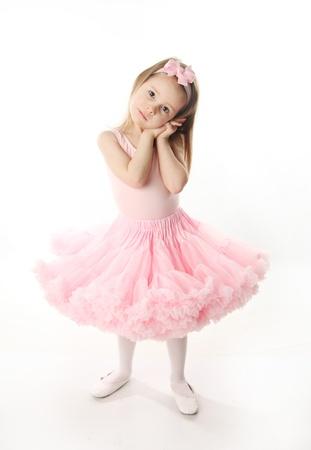 화이트 절연 발레 투투 입고 드레스를 연주 사랑스러운 유치원 시대 소녀의 초상