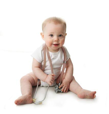 bebe sentado: Retrato de un lindo beb� estar jugando con un estetoscopio  Foto de archivo