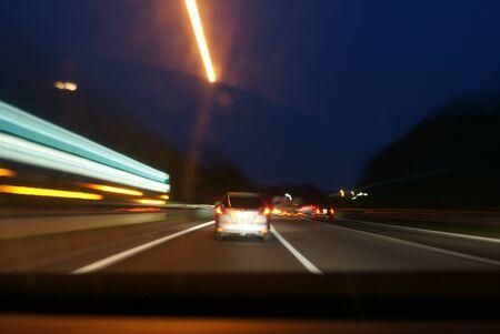 高 速 道路
