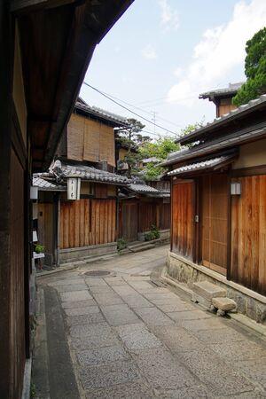 Japanese old street Isibekoji at Kyoto 写真素材 - 136919909