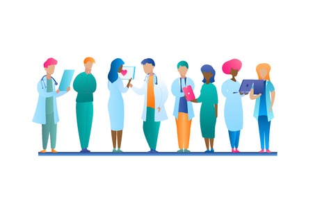 Ilustración Grupo Doctor Hablando Se Coloca En Fila. Vector de imagen hombre y mujer trabajador de la clínica médica. Consulta de pacientes en línea utilizando una computadora portátil y una tableta. Estudio de caso de un paciente. Sistema de Cuidado de la Salud