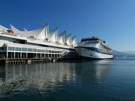 バンクーバー港のクルーズ船 写真素材