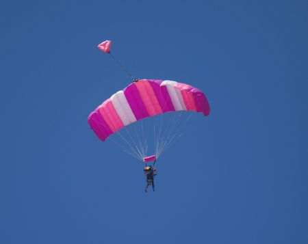 바람에 떠있는 Skydiver