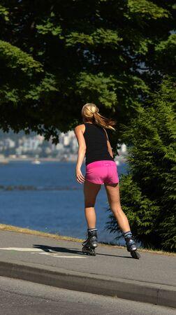 かなり金髪にローラー スケート公園 写真素材