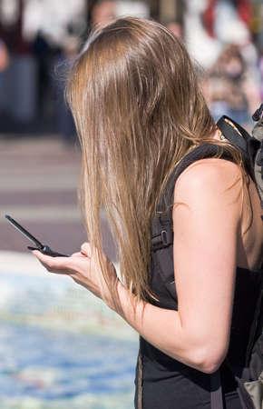 dialing: joven de marcaci�n m�vil