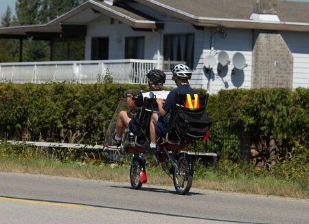 高齢者のサイクリング