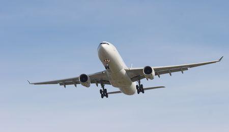 バンクーバーの空港で着陸のために来るジェット