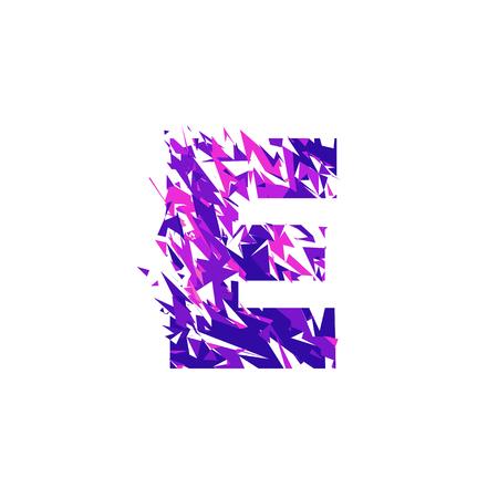 Buchstabe E ist in der ultravioletten Farbe mit Effekt zerstörte Form oder Splitter gemacht. Standard-Bild - 94314149