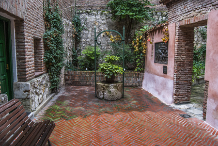 Courtyard of an old house in Valladolid. Spain Imagens - 90456849