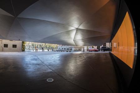 ユニークな建物、美術展示センター、マドリード、スペインの街の魚の目180ビュー
