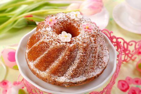 sucre glace: g�teau traditionnel anneau avec sucre � glacer pour P�ques