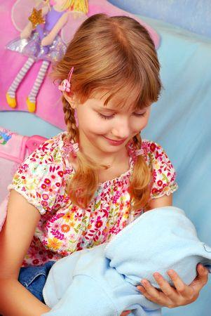 ni�a jugando con su mam� de fingir de mu�eca de beb� Foto de archivo - 6488740