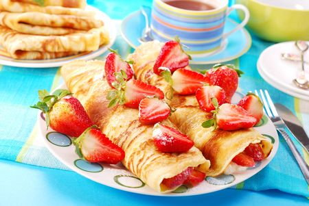 rolled pancakes with cottage cheese and strawberries