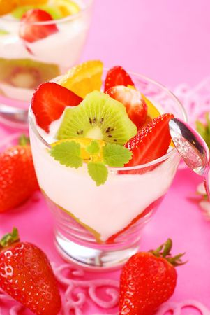 dessert in glass with yogurt and fresh fruits Stock Photo - 7141796