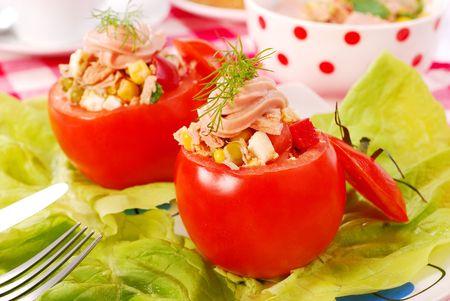 tuna mayo: fresh tomatoes stuffed with tuna salad Stock Photo