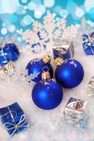 deep blue christmas balls lying  on snow  with shining effect in background Zdjęcie Seryjne