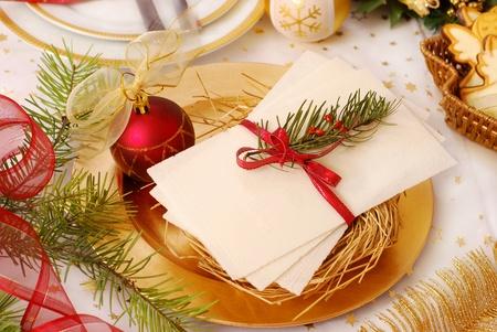 wafer: tradizionale dei wafer la vigilia di Natale sul tavolo festivo Archivio Fotografico