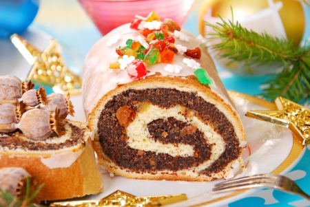 roulade: traditional polish poppy seed roulade cake with icing for christmas Stock Photo