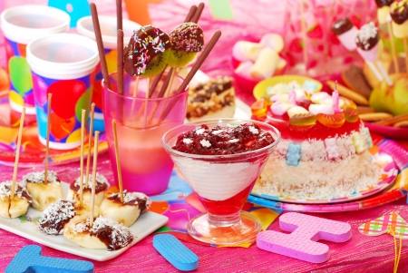 torte: birthday party with homemade torte and fruit sweets for children Stock Photo