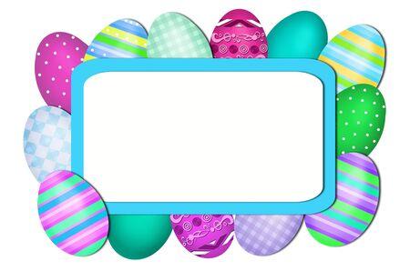 pascuas navide�as: tarjeta de Pascua con los huevos pintados de colores alrededor de la tarjeta en blanco para el texto saludos Foto de archivo