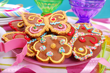 party food: butterfly and flower shaped gingerbread cookies for summer party  Stock Photo