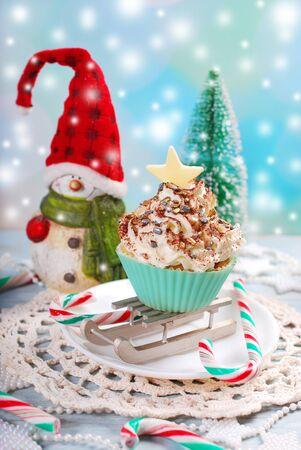 cioccolato natale: homemade christmas cupcake with  sprinkles decoration and chocolate stars Archivio Fotografico