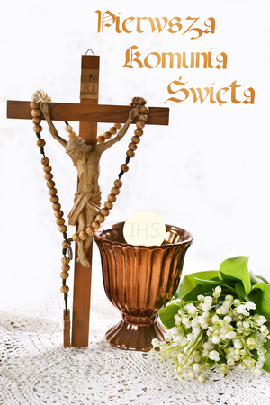 First holy communion composition with standing cross, rosary, chalice and flowers on white background Stockfoto - 123715179