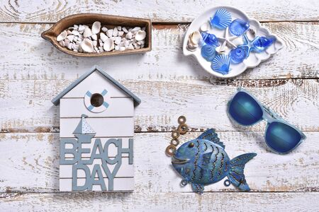 summer holidays flat lay with marine decors lying on white wooden background Banco de Imagens