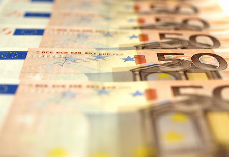 geld: Euro banknote (currency of the European Union) - selective focus