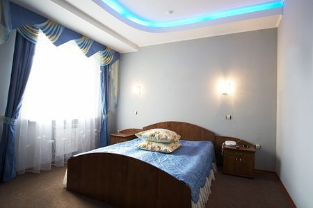 Beautiful and wide bed in modern hotel Stock Photo - 883867