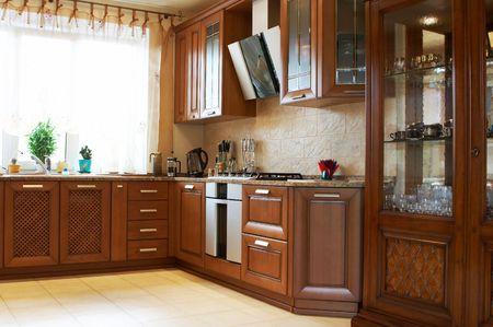 armoire cuisine: Belle et nouvelle cuisine dans la maison moderne  Banque d'images