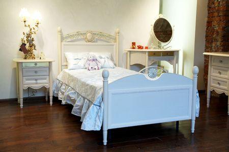 Bellissimo letto e giocattoli per bambini in una camera da letto Archivio Fotografico