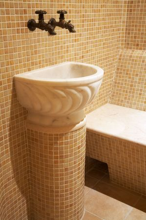 badhuis: Marmeren was tafel in een mooi Turks bad