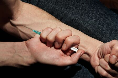 narcotism: Injection of a drug in a vein