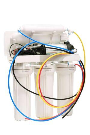 distilled water: El potente filtro para el tratamiento de agua sobre un fondo blanco