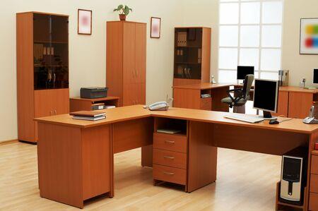 muebles de madera: Hermoso en condiciones modernas y ligeras oficina
