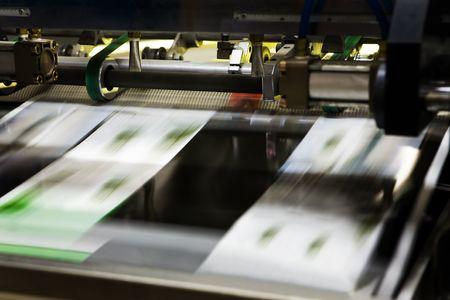 offsetdruck: Polygraphische Prozess in einer modernen Druckerei Lizenzfreie Bilder