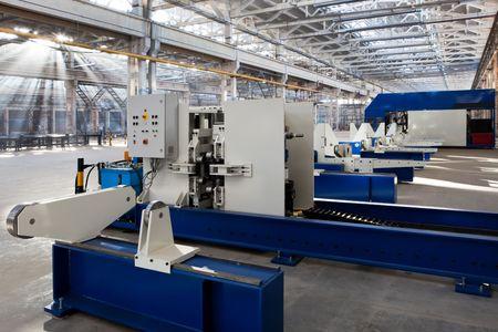 maquinaria: m�quina de metalurgia de la nueva y poderosa en taller moderno  Foto de archivo