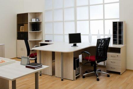 현대적이고 밝은 사무실에서의 아름다운 조건
