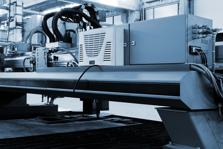 nieuwe en krachtige metaalbewerking machine in moderne werkplaats Stockfoto