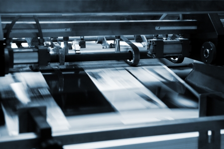 Druck-und Papierschneideanlagen Prozess in einer modernen Druckerei Lizenzfreie Bilder