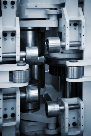 shafts: Wellen der neuen Maschine in der modernen Anlage