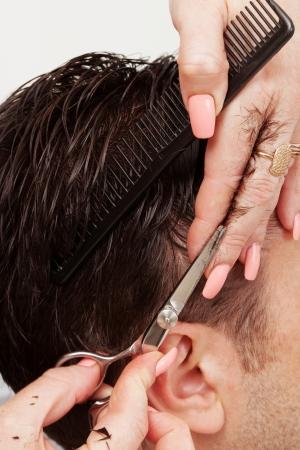 trendigen Haarschnitt im Friseursalon heute Lizenzfreie Bilder
